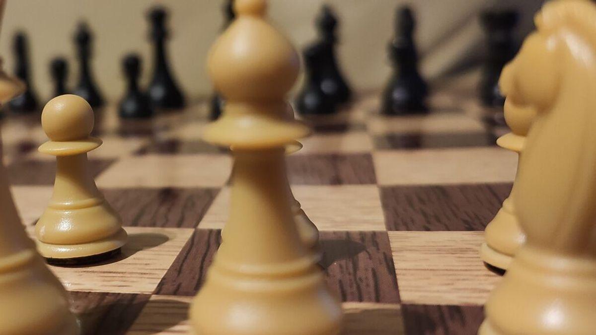 El ajedrez tranquiliza, mejora la salud mental y ayuda a la recuperación tras la pandemia, según la ONU