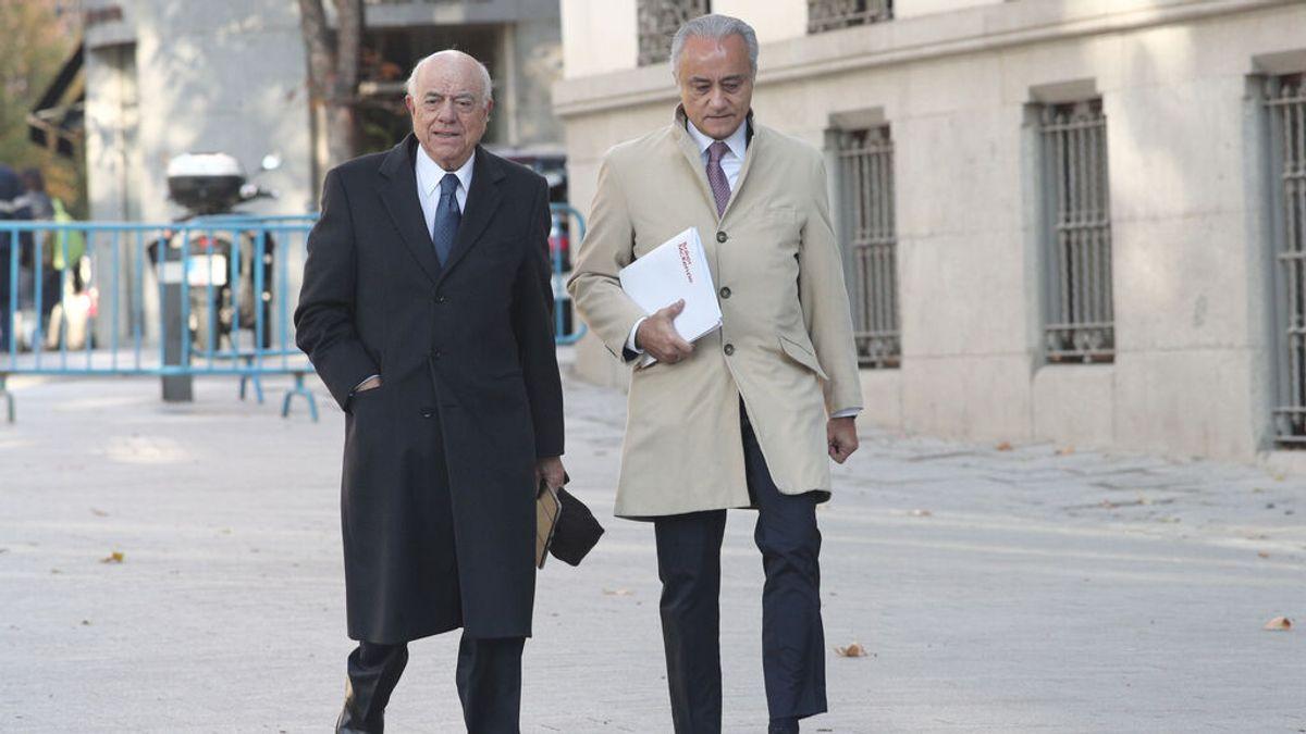 El juez del caso Villarejo añade la administración desleal a la imputación de Francisco González