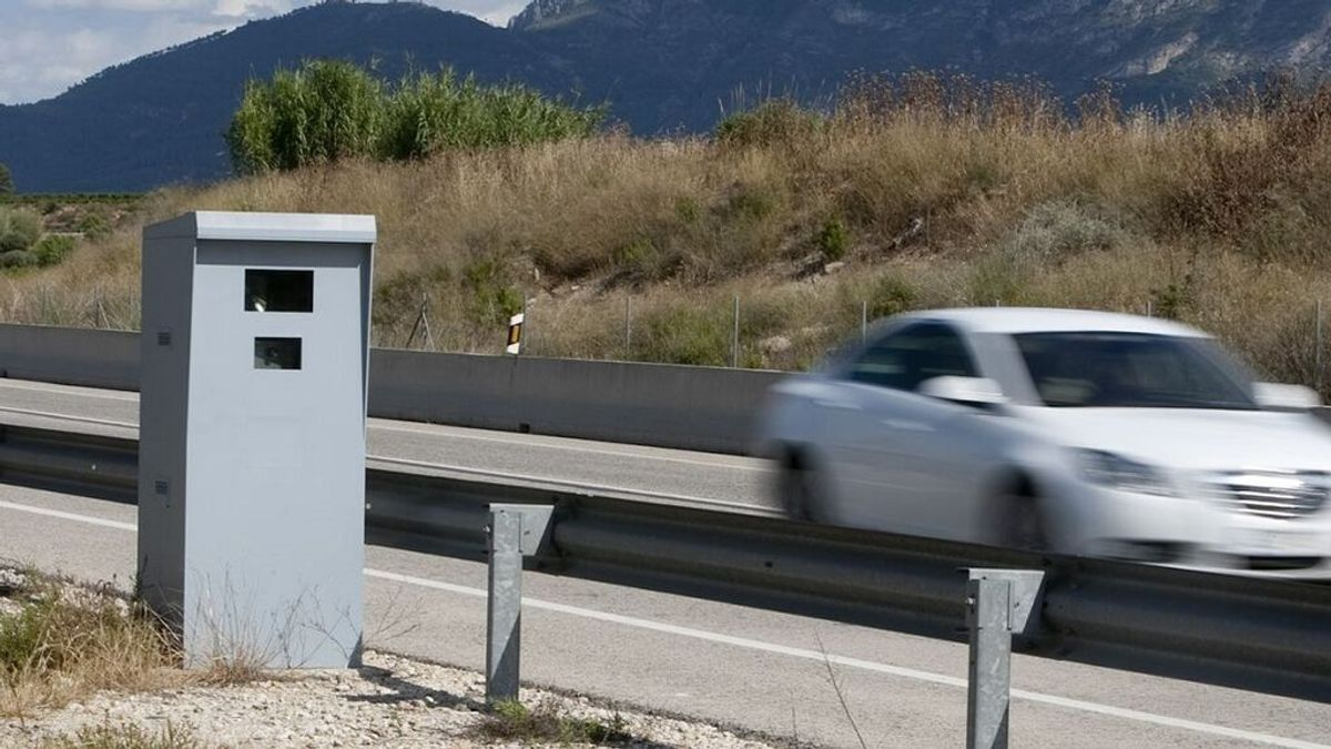La DGT sigue vigilante de los conductores que le pisan en verano: los nuevos límites de velocidad y las multas a las que te expones