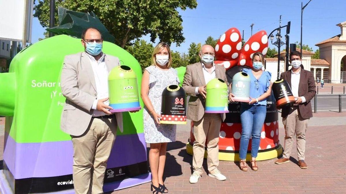 Los personajes Disney colonizan los contenedores de Madrid para fomentar el reciclaje de vidrio