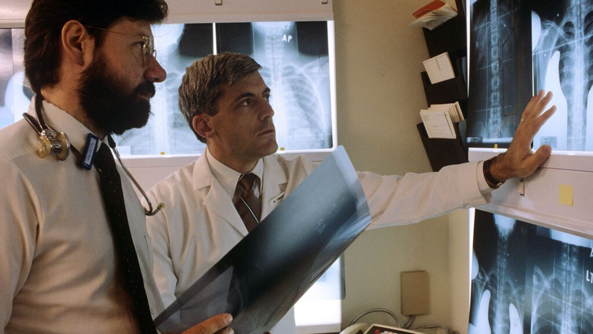 Un médico de Baltimore muestra con radiografías que las vacunas funcionan aún si te contagias de coronavirus