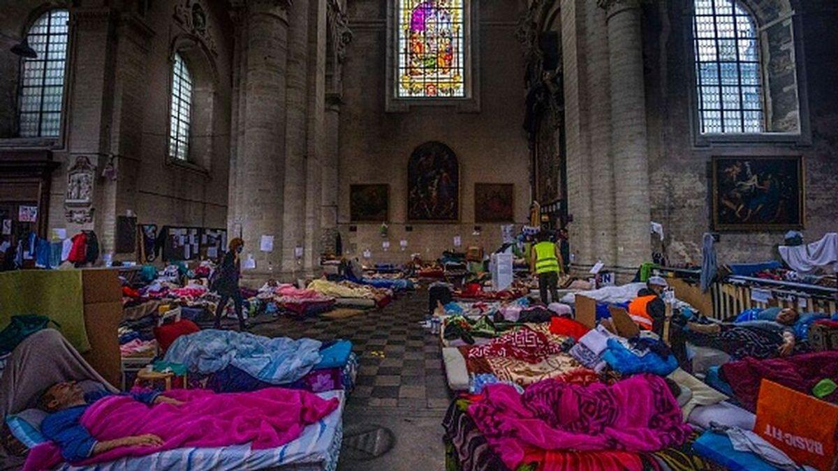 Una huelga de hambre de inmigrantes sin papeles puede tumbar al Gobierno belga