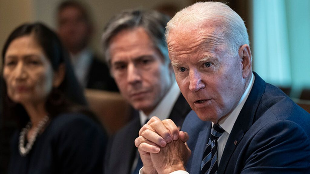 Biden se enfrenta a Facebook por los brotes de Covid