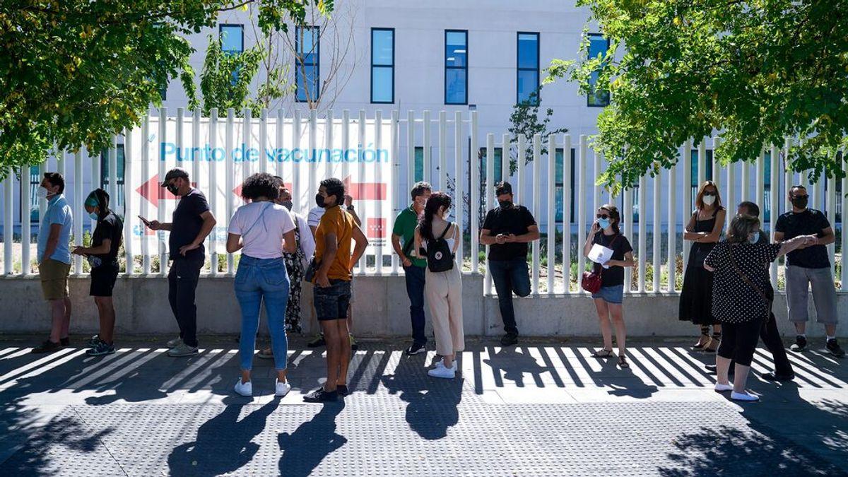 Madrid afirma que tiene el mismo número de vacunas almacenadas que Andalucía, y que pone el 92% de las que recibe