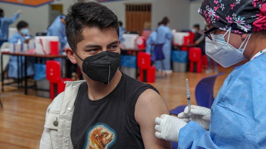 Las vacunas empiezan a frenar las muertes a nivel global mientras los contagios siguen estables