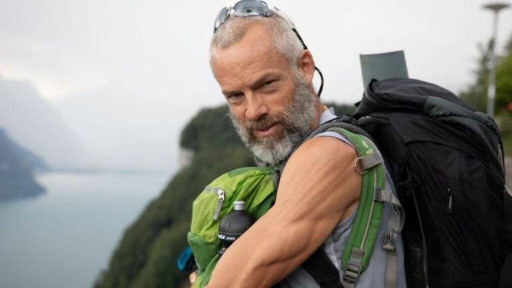 El desafío de Ives Auberson que sufre de párkinson:  recorre a pie los Alpes