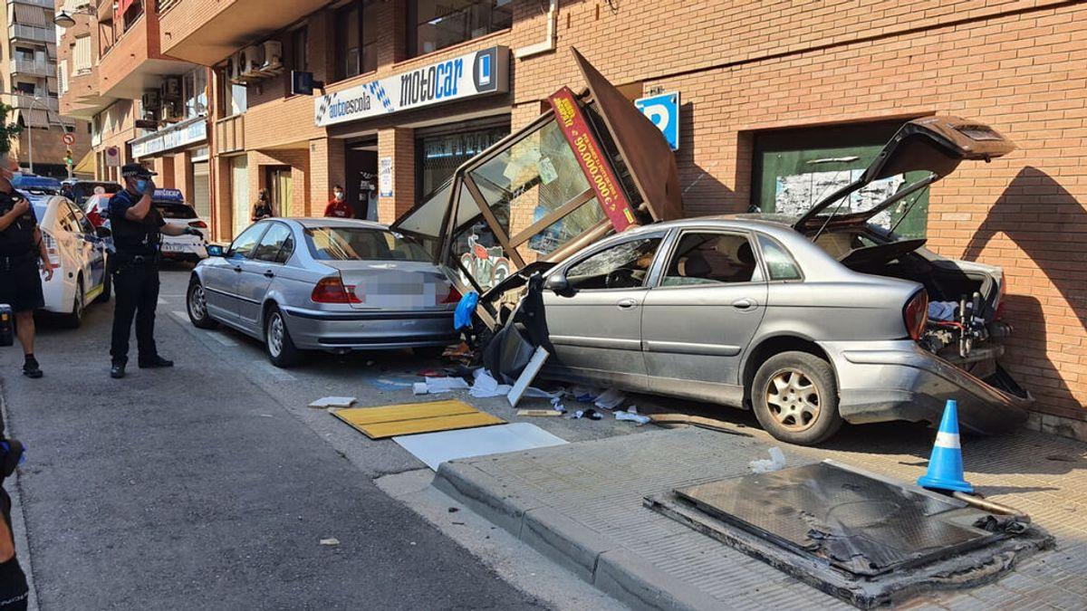 Arrolla con su coche un quiosco de la ONCE mientras huía de la policía en Lleida