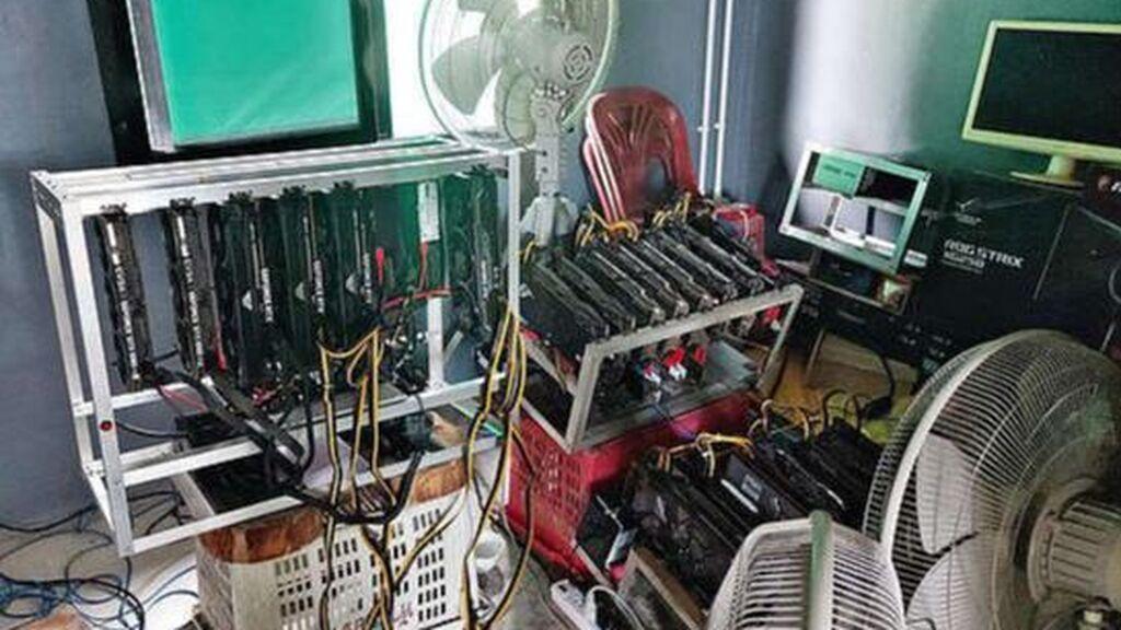 La habitación donde fue encontrado Danai Makmek y en la que trabajaba gestionando la criptomoneda
