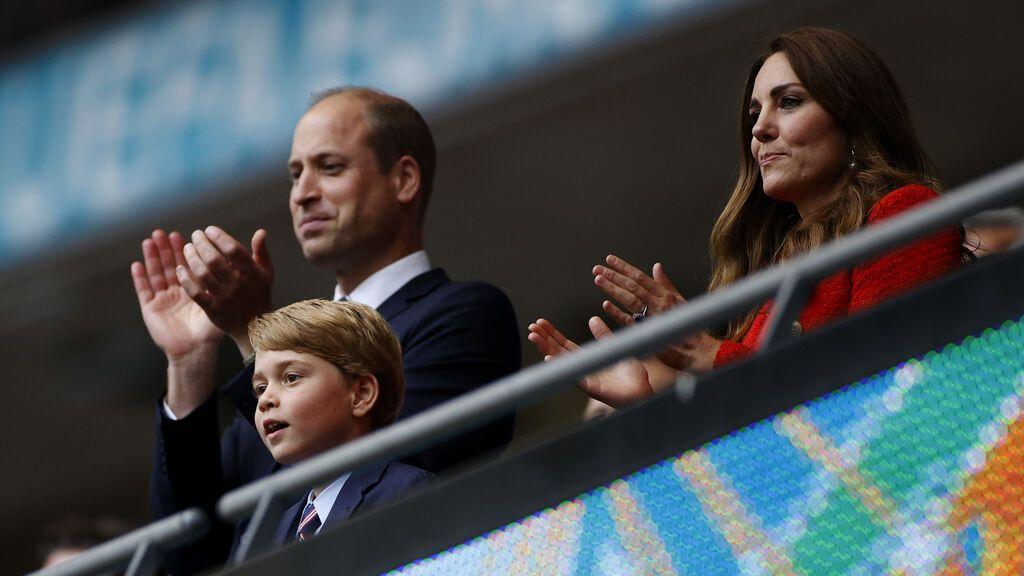 Jorge de Inglaterrra cumple 8 años y Guillermo y Kate lo celebran con un gesto al duque de Eidmburgo