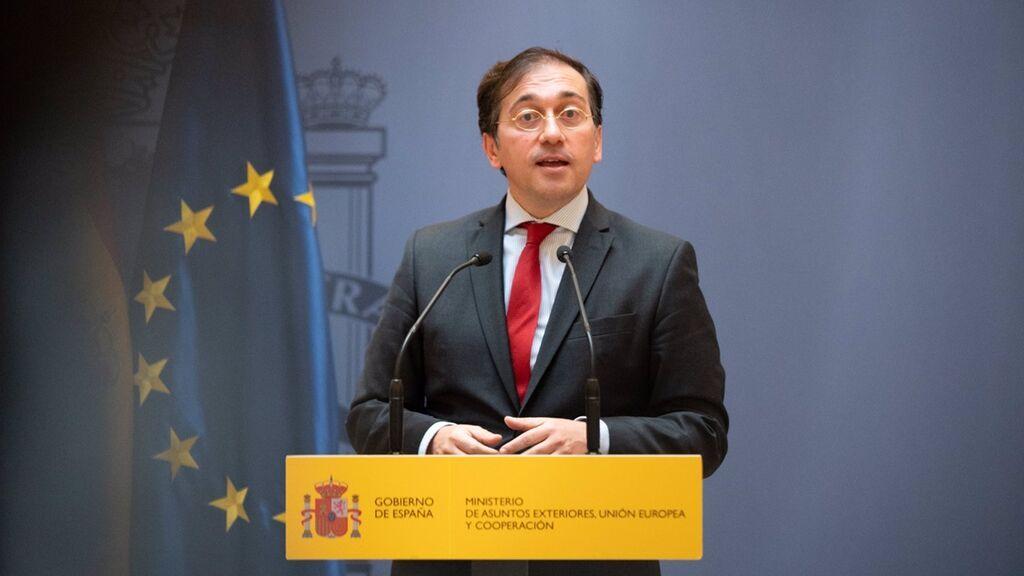 El ministro Albares calma al Reino Unido sobre Gibraltar, en su primer viaje oficial
