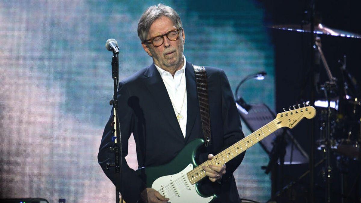 """El guitarrista Eric Clapton cancelará sus conciertos en lugares que """"discriminan"""" al exigir la vacunación"""