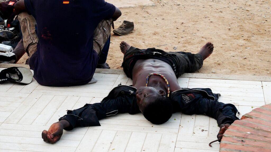 Cerca de 300 inmigrantes acometen uno de los mayores saltos a la vaya de Melilla de los últimos años