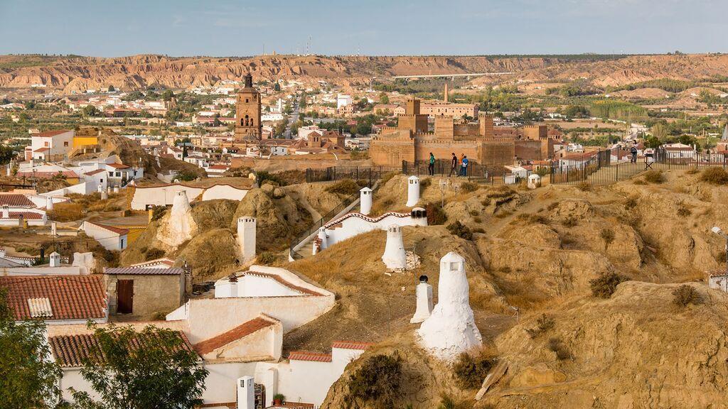 Guadix-desde-Cuevas-min ayuntamiento