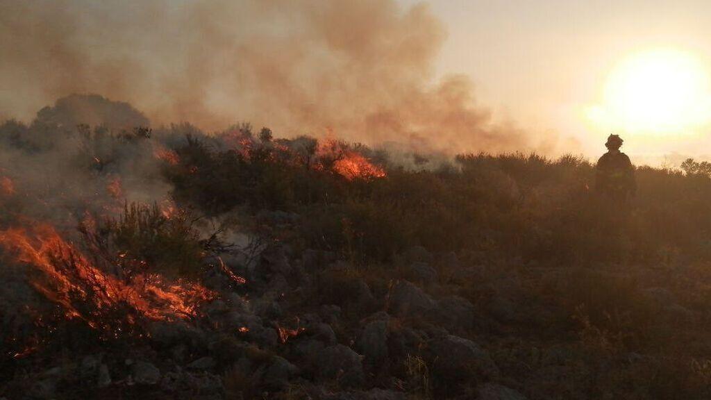 Un incendio arrasa un centenar de hectáreas en Torroella de Montgrí, Girona