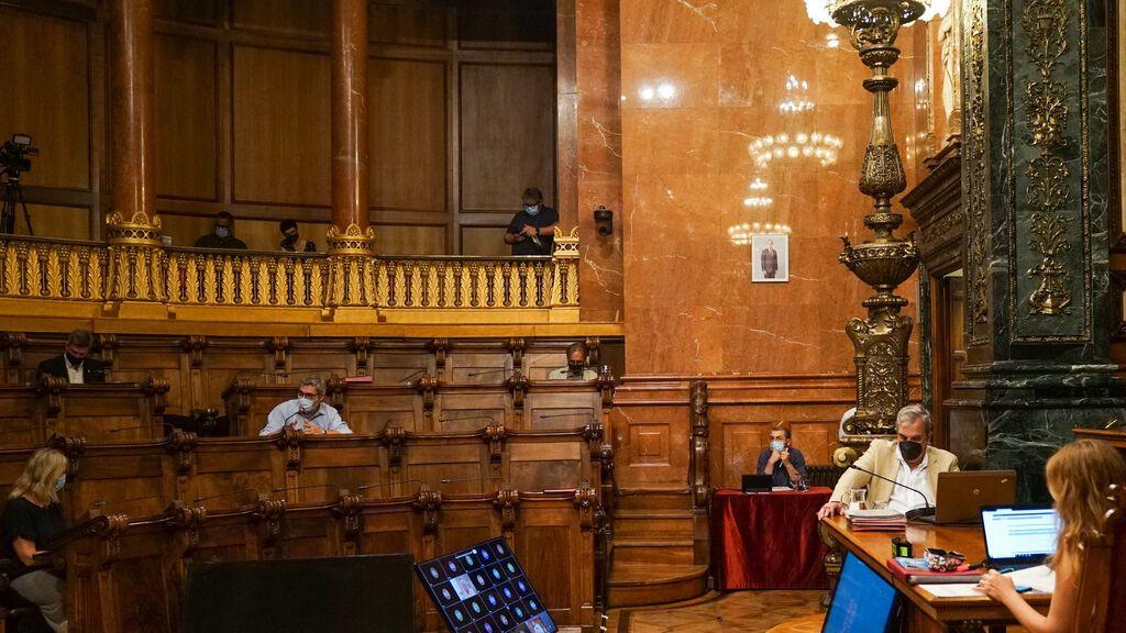 La imagen del rey vuelve a la Sala de Plenos del Ayuntamiento de Barcelona