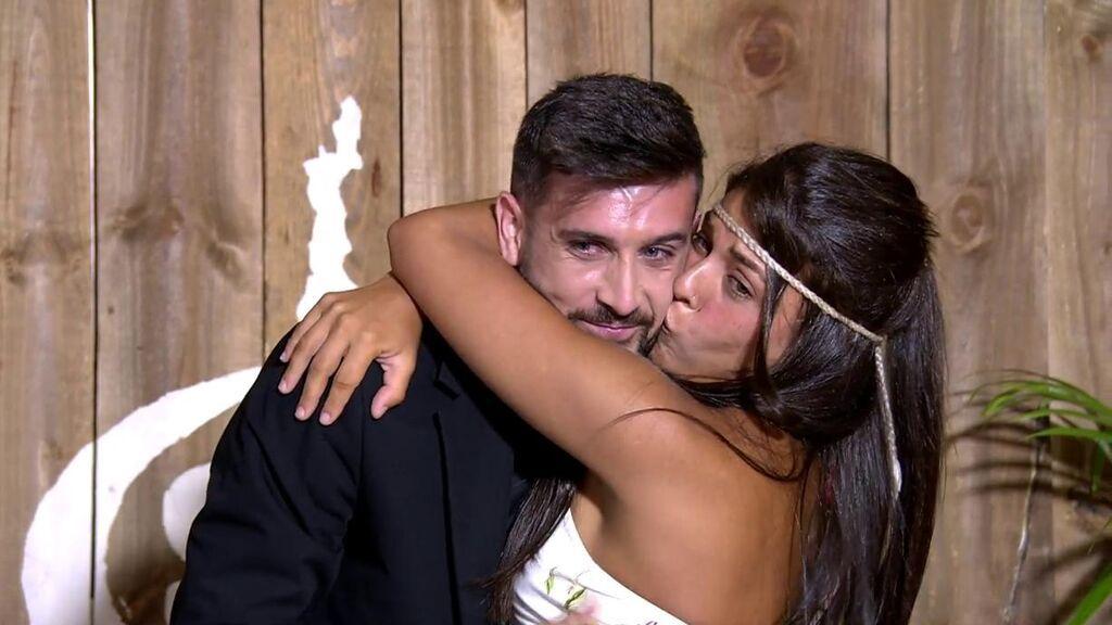 El romántico reencuentro de Lola con su novio, Iván