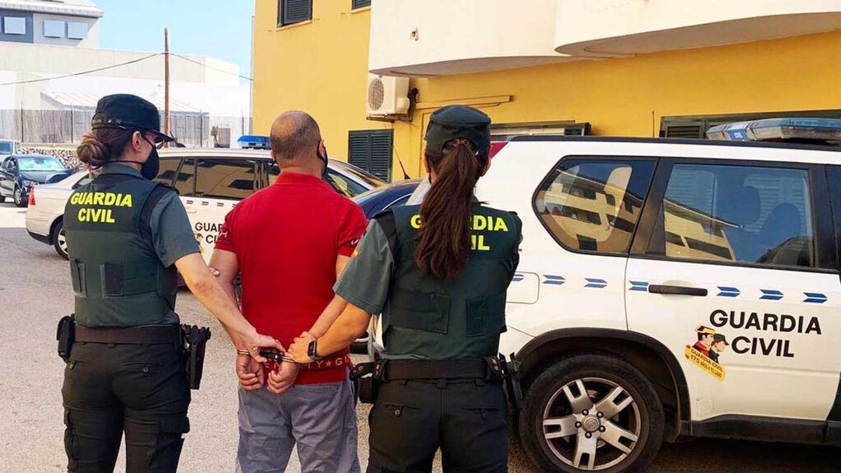 Detenido por agredir a un hombre que le pidió que se pusiera la mascarilla en un supermercado de Menorca