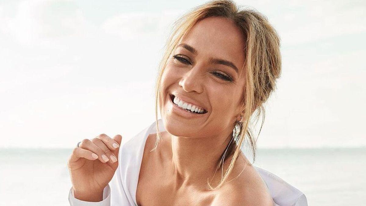 Jennifer Lopez oficializa su relación con Ben Affleck con un beso de película