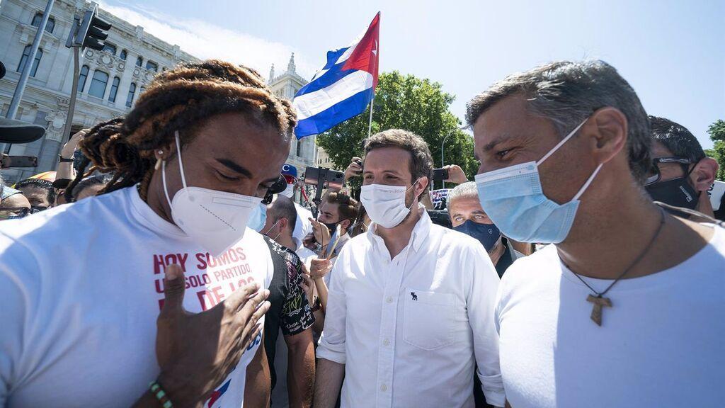 Casado y Monasterio acuden a la manifestación por Cuba en Madrid