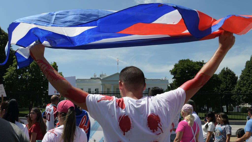 Regresa a Miami la flotilla cubano-estadounidense tras lanzar fuegos artificiales cerca de la costa cubana