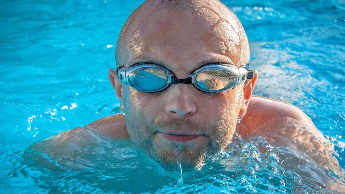 El uso de gafas de natación provoca alteraciones agudas en la lágrima, según un estudio de la UGR