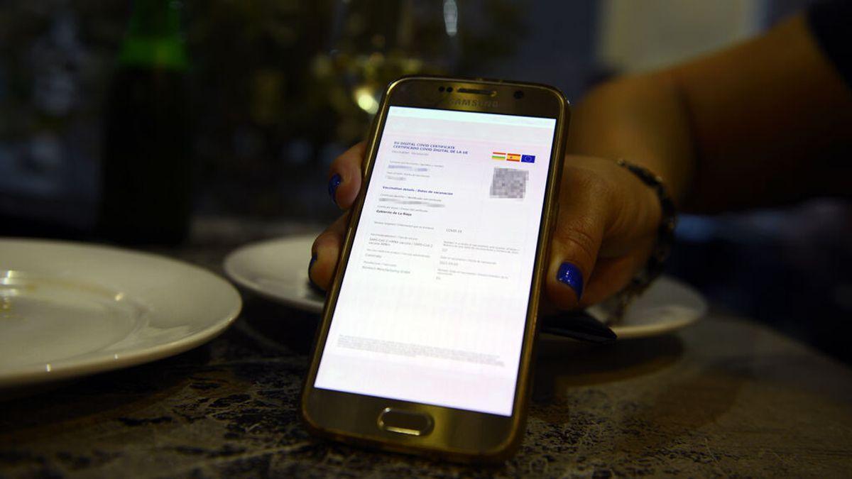 ¿Qué comunidades autónomas exigen el certificado covid o PCR para entrar en bares o restaurantes?