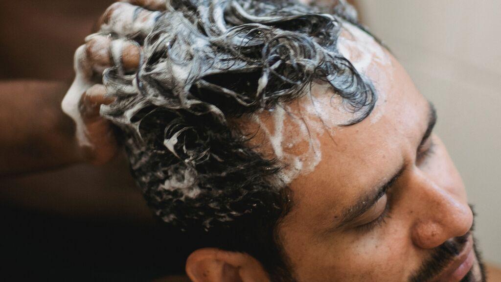Cabello masculino: lavarlo mal y otros gestos que acaban con su fortaleza y su brillo