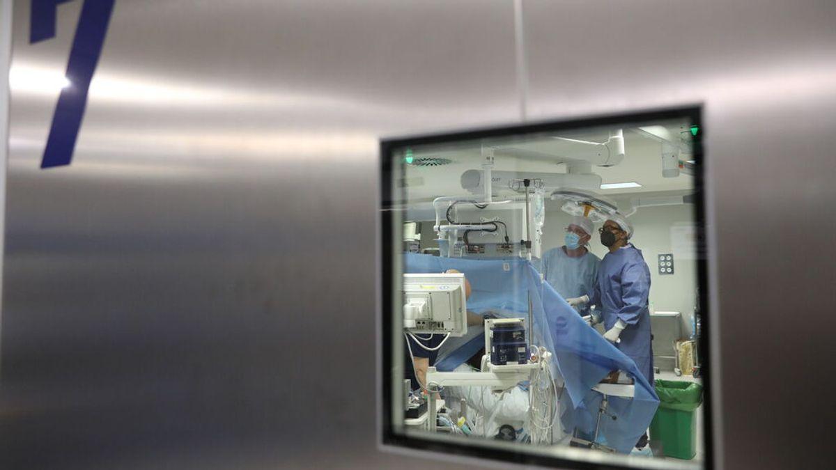 Cataluña suspende las operaciones no urgentes por el incremento de pacientes en UCI por coronavirus