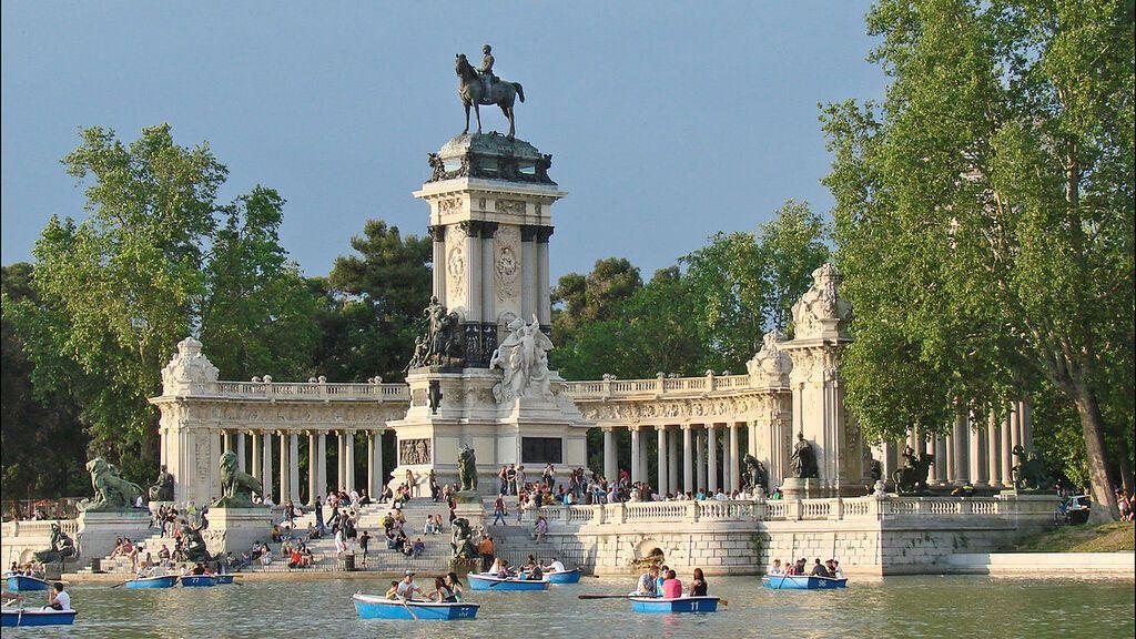 1280px-Le_parc_du_Retiro_(Madrid)_(4684143195)