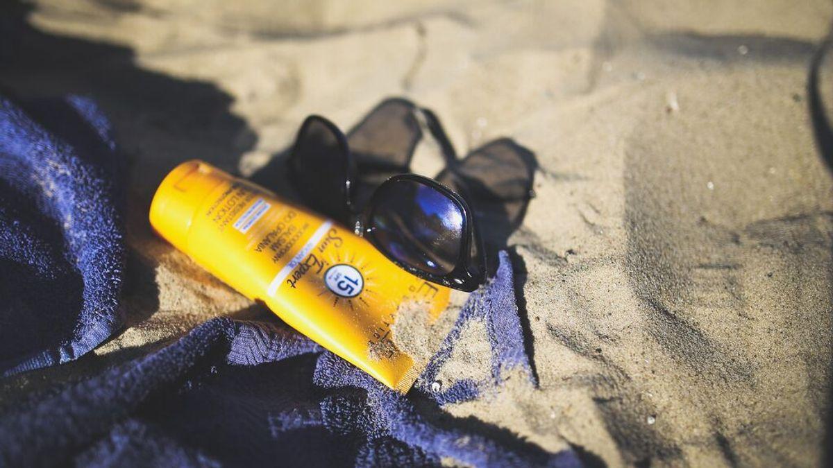 Cómo saber si la crema solar está caducada