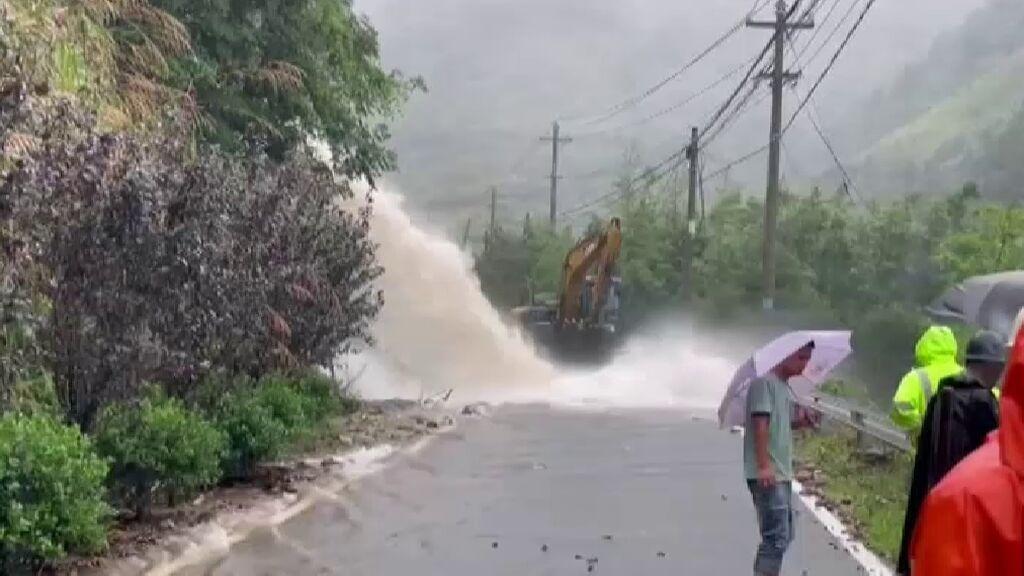 El tifón In-Fa arrasa China y obliga a suspender vuelos y trenes