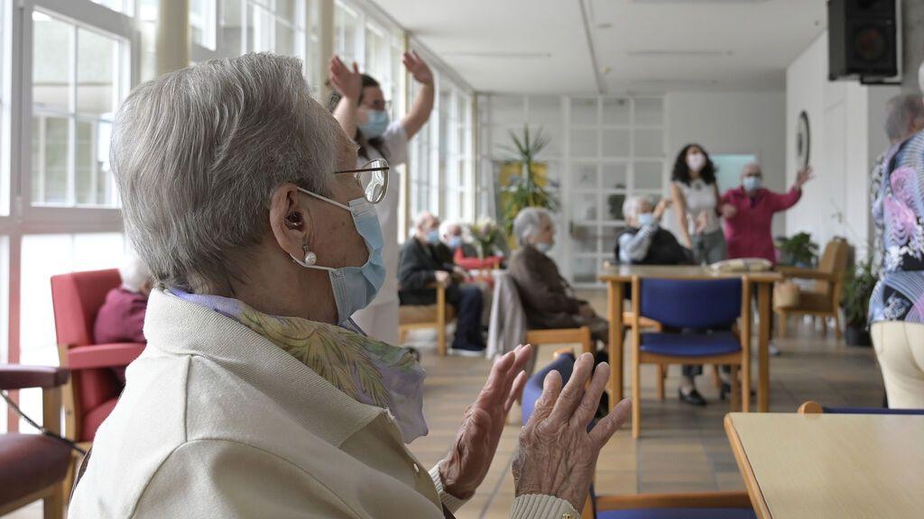Última hora del coronavirus | La quinta ola golpea de nuevo las residencias de ancianos con un aumento de los fallecimientos