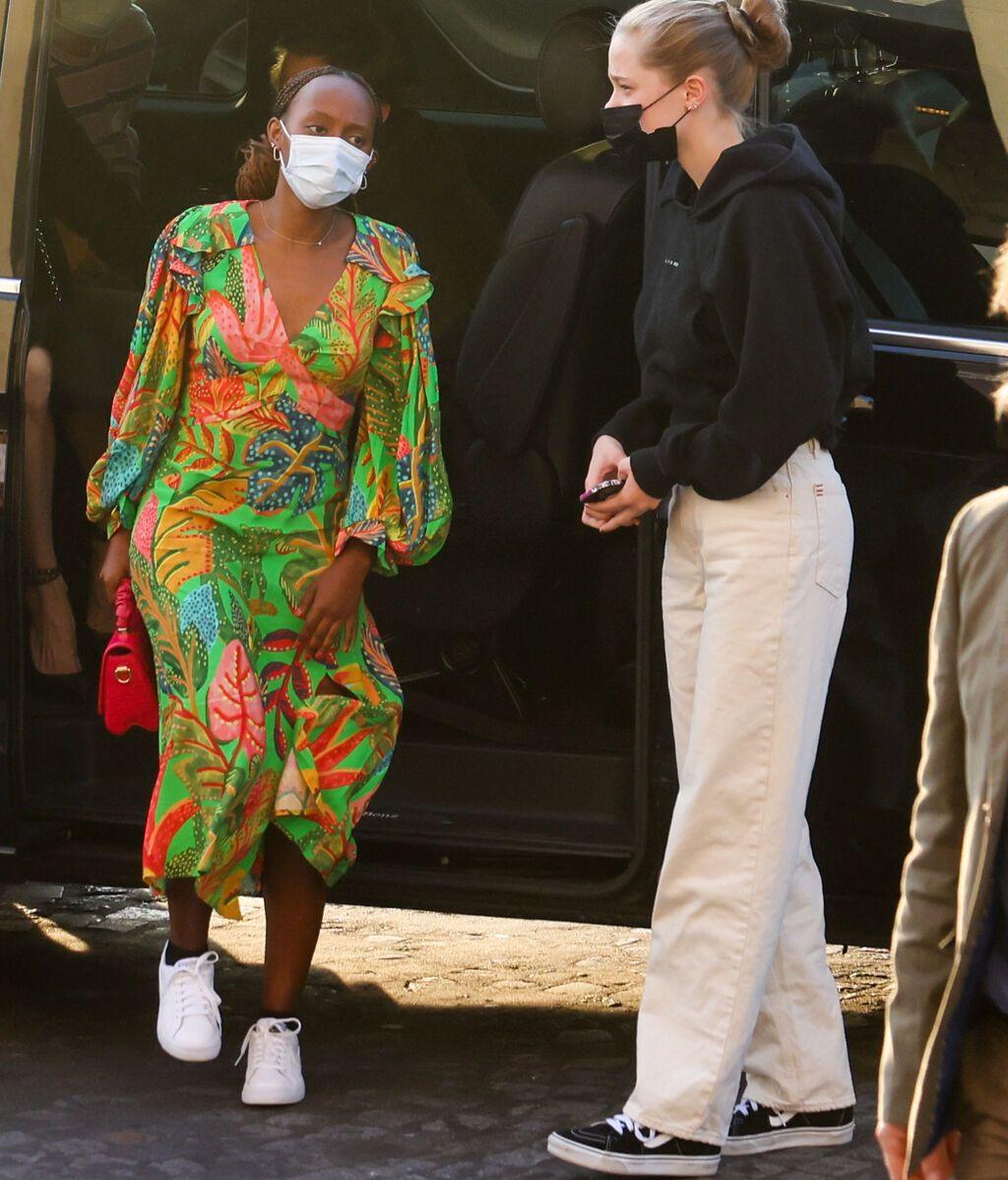 Zahara y Shiloh, hijas de Angelina Jolie y Brad Pitt, en París