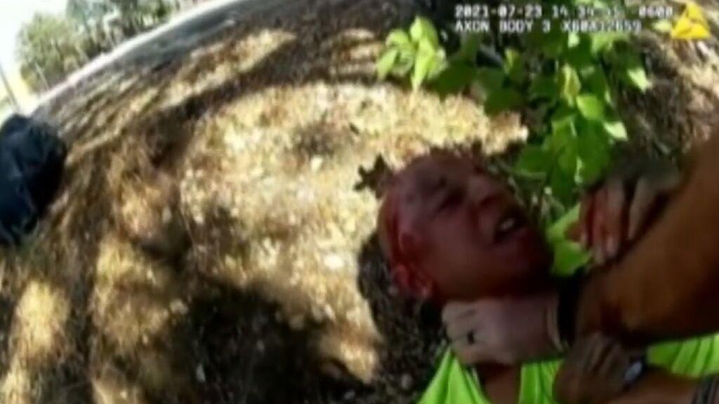 Apartados dos policías de Denver, Colorado, por estrangular y golpear con violencia a un hombre
