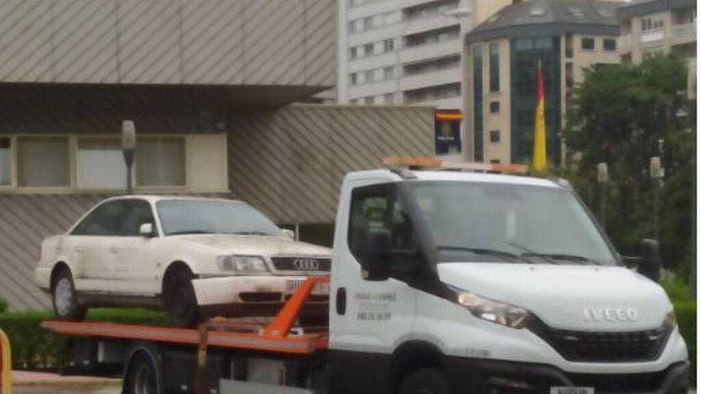 La Policía Científica inspecciona un vehículo en Orense por el triple crimen de la familia Barrio en Burgos en 2004