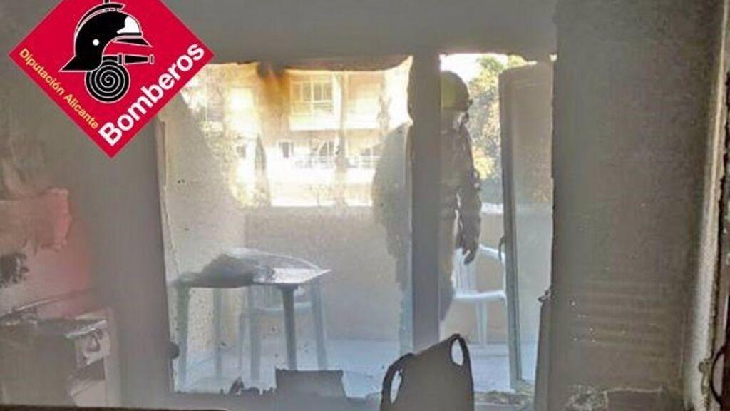 Dos personas heridas, una grave, en el incendio de la residencia de Torrevieja