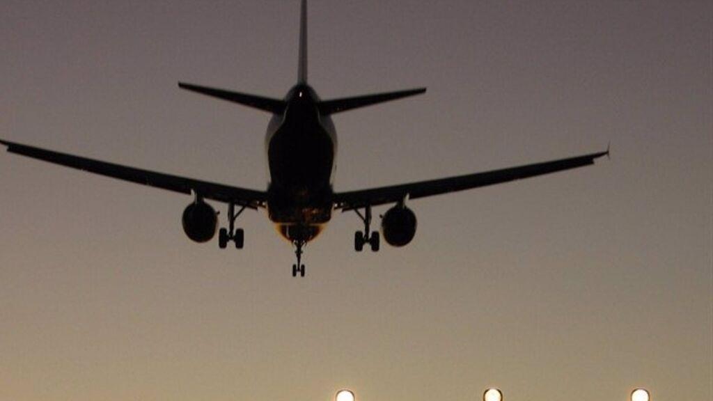 La demanda de vuelos se desploma un 60% en junio por las restricciones internacionales