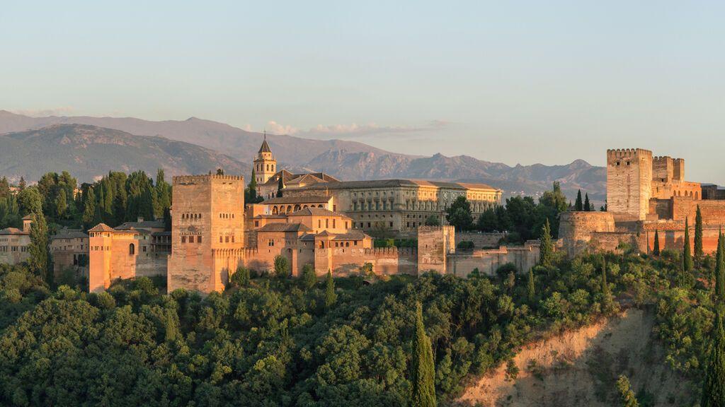 Alhambra_evening_panorama_Mirador_San_Nicolas_sRGB-1