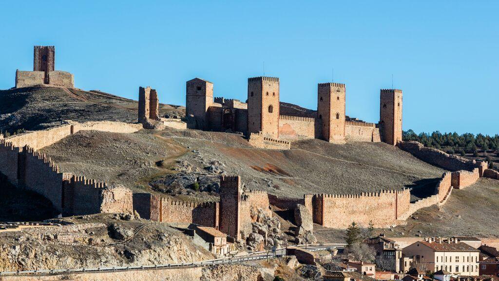 Muralla y castillo de Molina de Aragón.