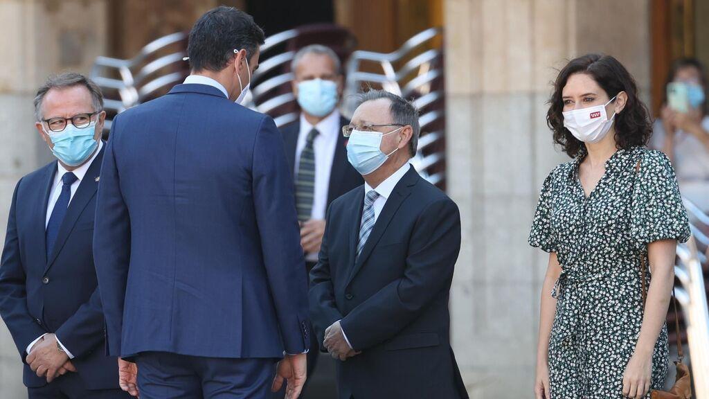 Ayuso abandera los ataques a Sánchez , que no aplaca a los barones del PP con su anuncio de más vacunas