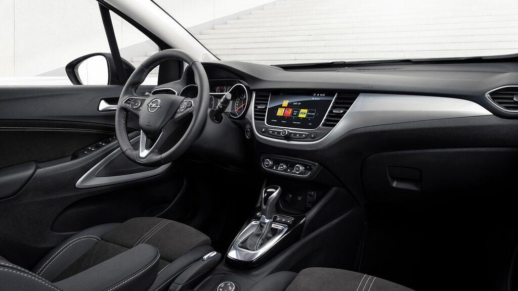 El interior es sencillo, con una instrumentación no digital