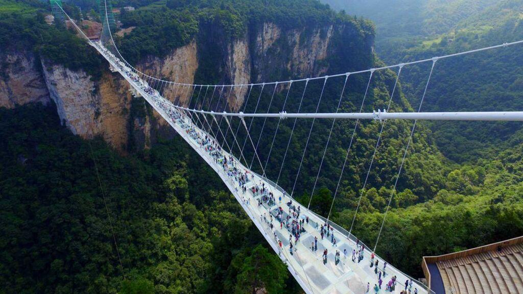 Salto al vacío desde el puente más alto del mundo