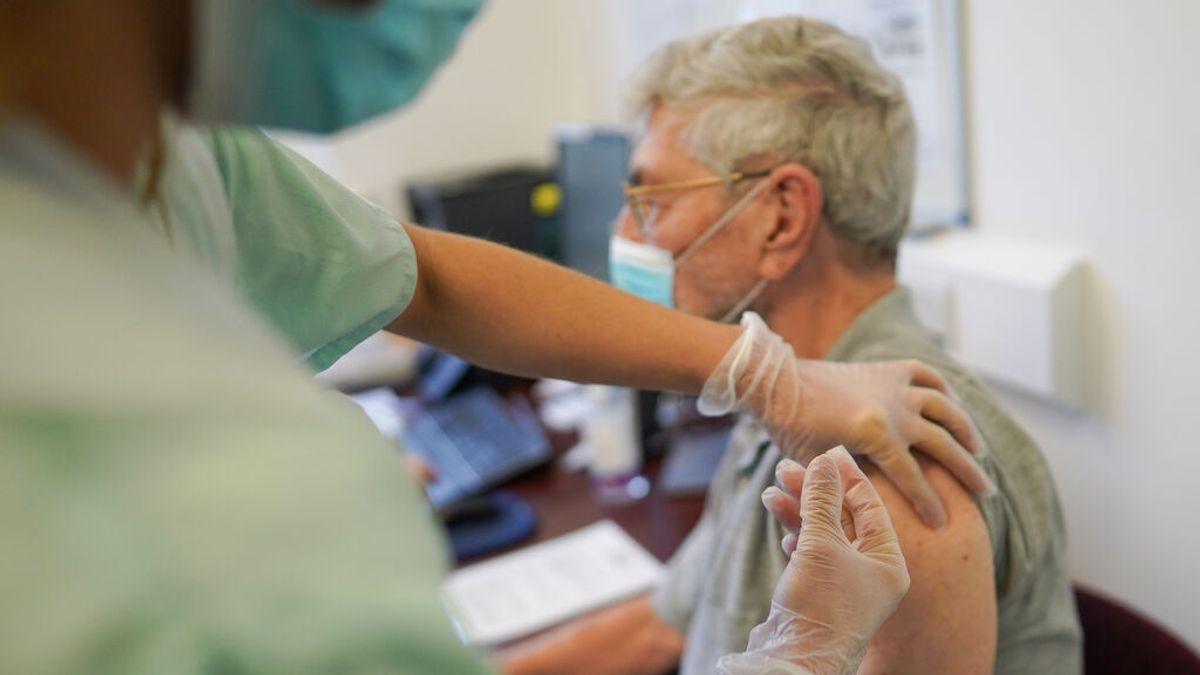 La eficacia menguante de las vacunas para evitar contagios con delta reafirma el debate de la tercera dosis