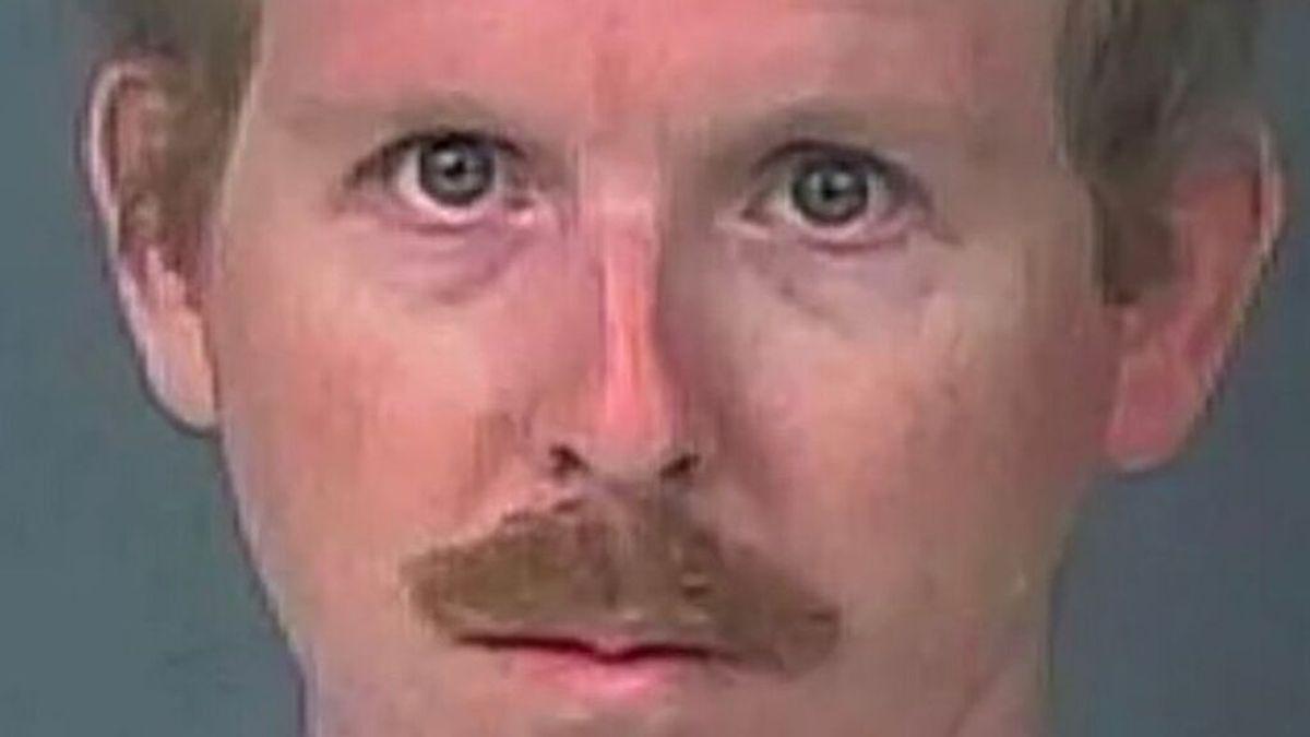 Un delincuente sexual vive un mes en el armario de una adolescente para poder seguir cometiendo sus delitos