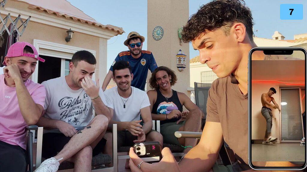 Ibelky y sus amigos reaccionan a sus fotos y vídeos nunca vistos (2/2)