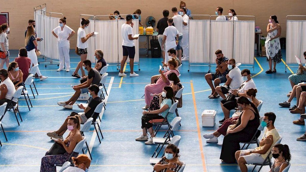 Últimas noticias del coronavirus en España | Frenazo al crecimiento de contagios pero sigue la subida de hospitalizados