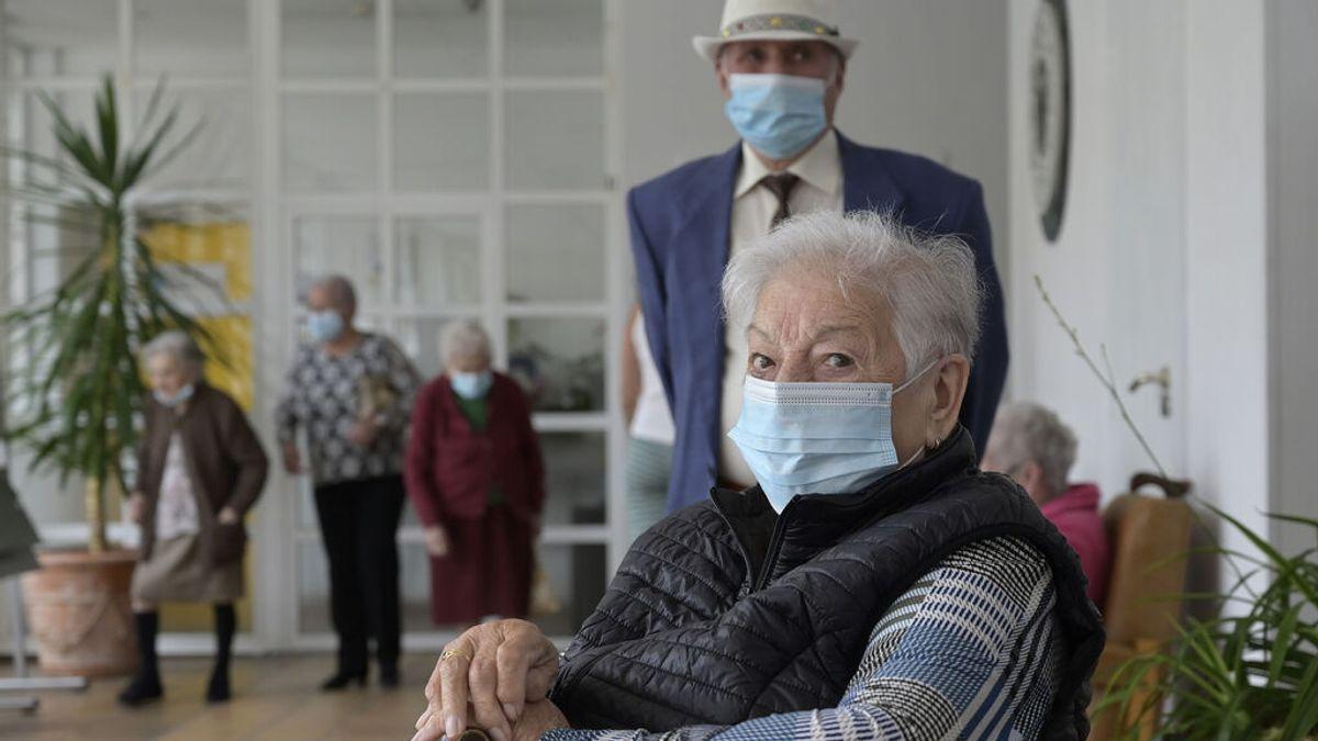Los contagios en las residencias se duplican y las muertes se multiplican por cinco en la última semana