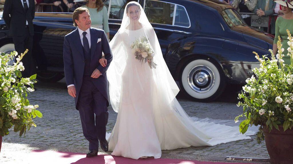 La novia se decantó por un vestido de Pronovias.