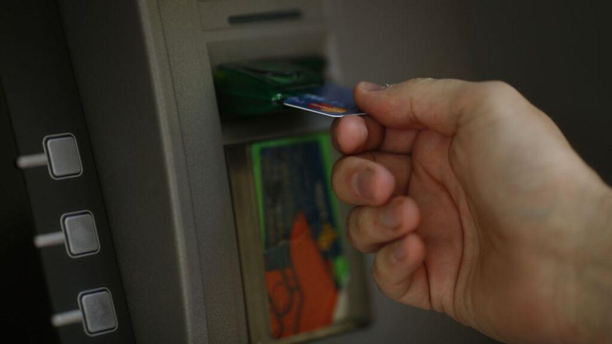 El Gobierno bloqueará la tarjeta de crédito de los menores de 25 años que se gasten en apuestas más de 300 euros en dos días