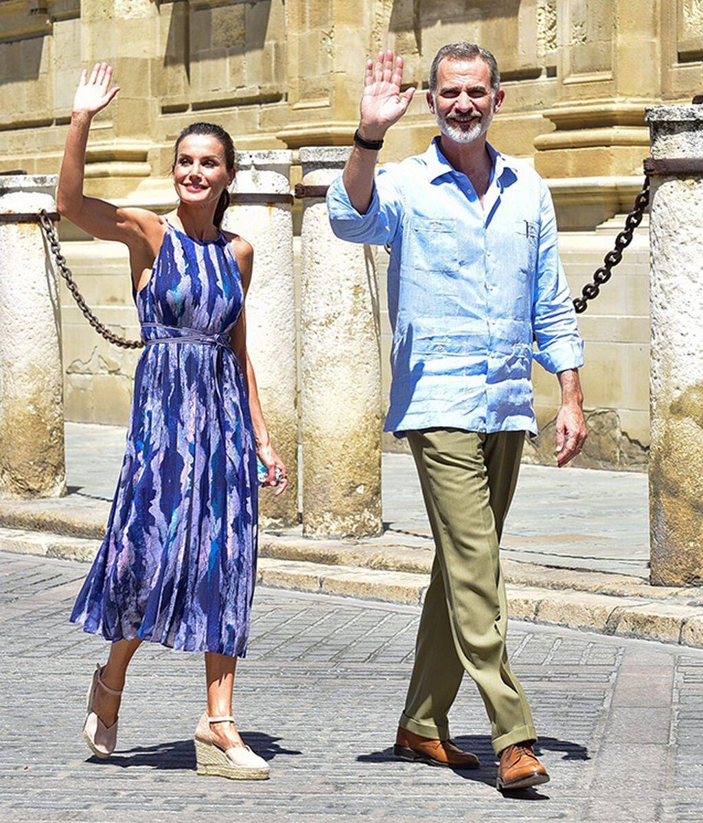 La reina con unas cuñas de Macarena Shoes